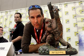Illustration for article titled Spawn Creator Todd McFarlane (With Friend) At Comic-Con