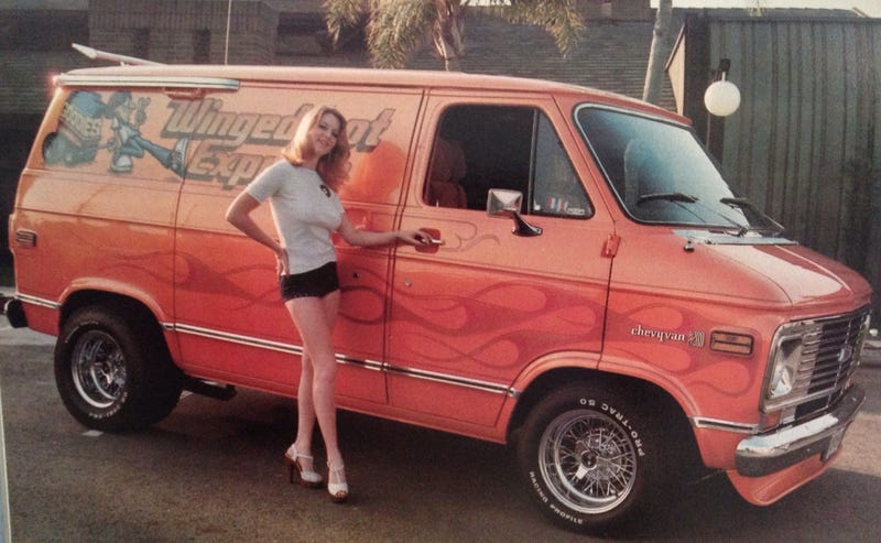 Illustration for article titled Small retro van picture dump..Not in vehicle size though.