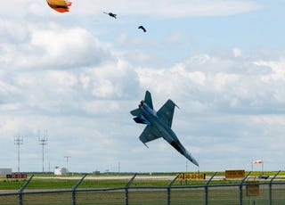 "Illustration for article titled ""Staying Alive"" Air Show Crash Video Stuns Today Show"