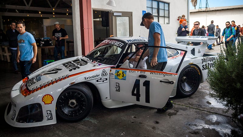 Illustration for article titled Race cars live forever: a Porsche 935 thrives on Los Angeles streets