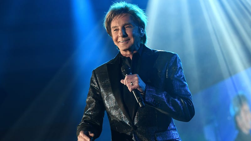 Illustration for article titled Easy-listening legend Barry Manilow gives $100,000 to hurricane-ravaged high school band