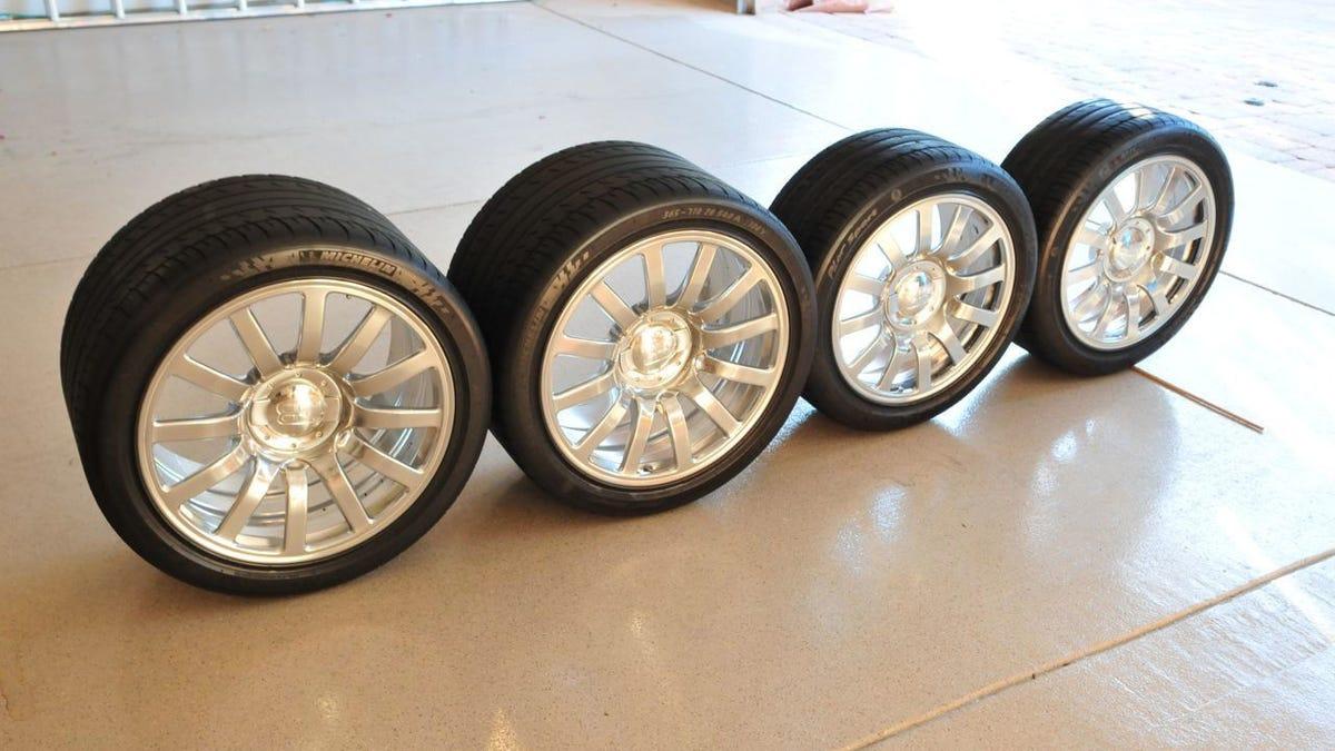 Veyron tire size