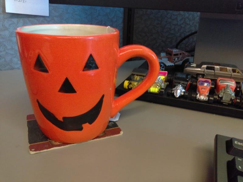 Illustration for article titled Time for my Jack-o-lantern mug