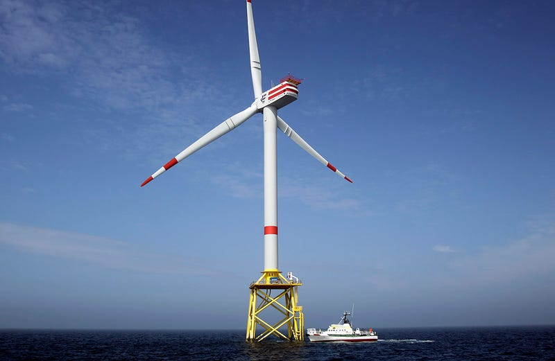 Una turbina eólica alemana en el Mar del Norte. Foto: AP Images