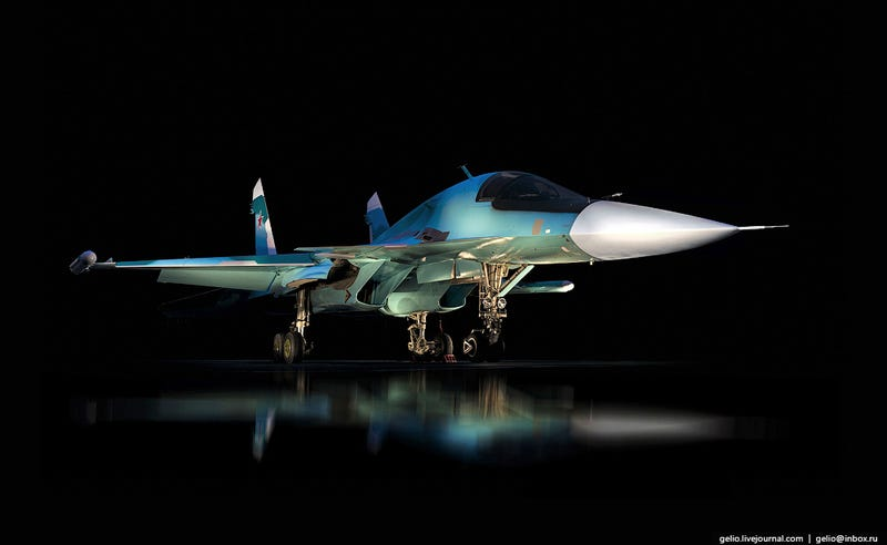 Illustration for article titled These Riveting Photos Show How Russia's Su-34 Fullback Fighter-Bombers Get Built