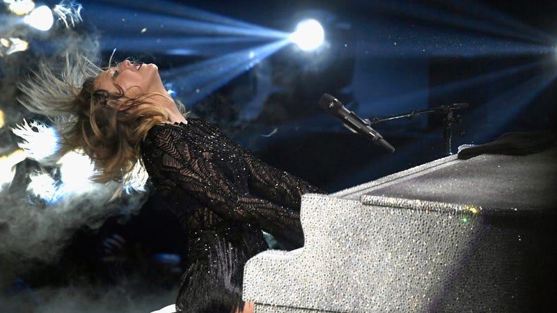 Taylor Swift helps a pregnant fan