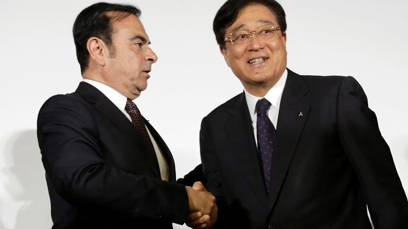 Ghosn, left, and Mitsubishi Motors Corp. Chairman and CEO Osamu Masuko, right, when they made their 2016 deal. AP Photo.