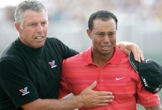 Illustration for article titled Tiger Woods Dumps His Longtime Caddie, Magically Solves All His Problems