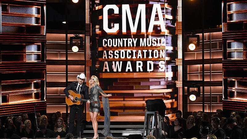 Brad Paisley and Carrie Underwood hosting last year's CMA Awards / Image via Getty