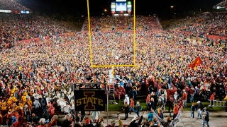 Illustration for article titled Iowa State Fans Rush The Field Following Upset of Oklahoma State, BCS Has Panic Attack