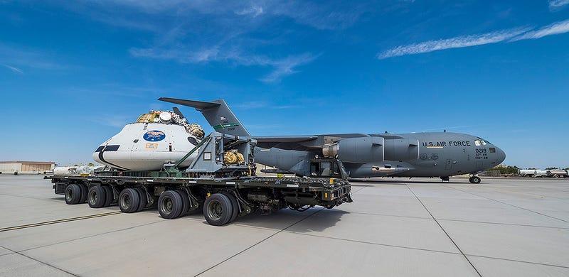 Illustration for article titled ¿Qué pasa si a la Orión le fallan dos paracaídas? La NASA quiere averiguarlo