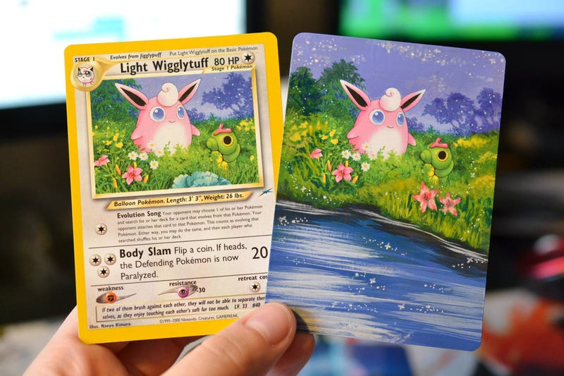 Una carta de Light Wigglytuff normal (izquierda) y una pintada por Lunumbra (derecha).
