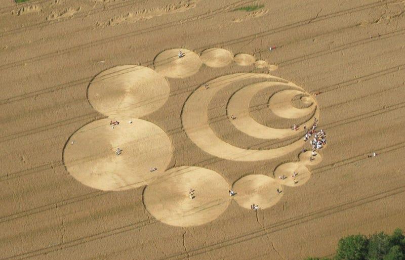 Illustration for article titled La verdadera historia de los círculos en los campos de cultivo, los agroglifos atribuidos a la actividad extraterrestre