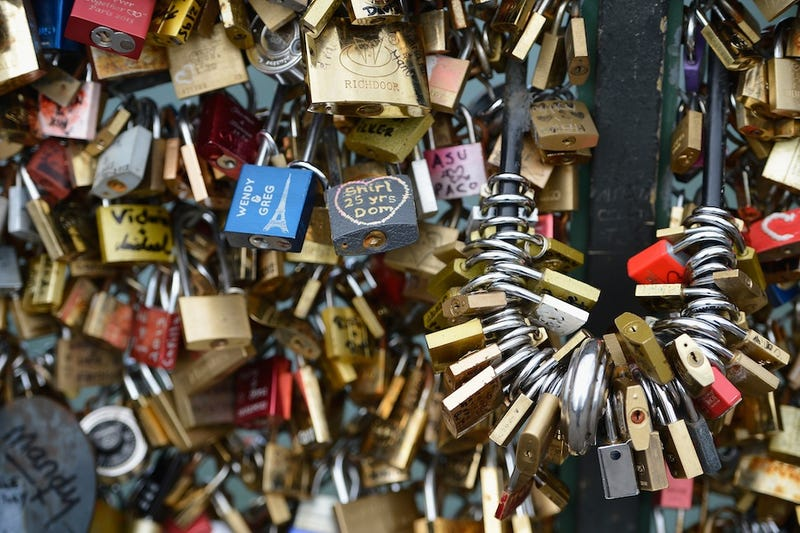 Illustration for article titled Paris Says Goodbye to Your Annoying and Dangerous Love Locks