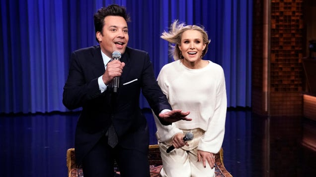 Kristen Bell and male friend do 17 Disney songs in 5 minutes on The Tonight Show