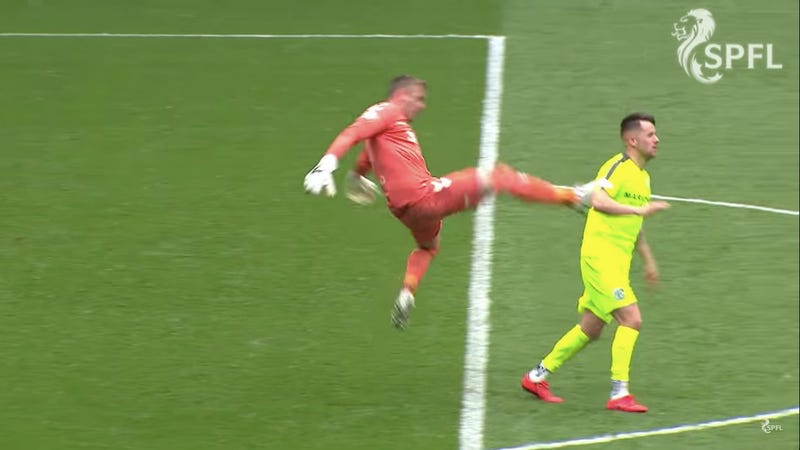 Illustration for article titled Goalkeeper Pulls Off The Rare Cheap Shot-Flop-Red Card Trifecta