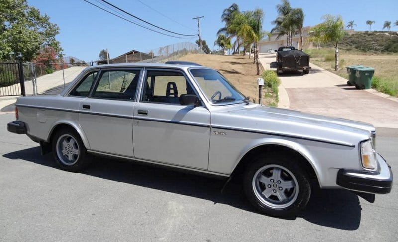 Illustration for article titled For $1,995, Could This 1980 Volvo 264 GLE Be A Diplomat's Dream?