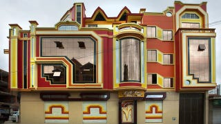 Illustration for article titled These Brilliantly Colored Bolivian Buildings Look Like Alien Spaceships