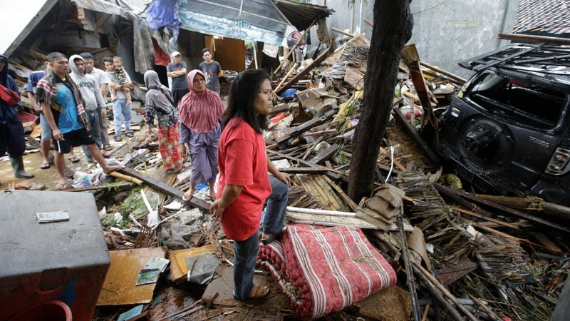 Illustration for article titled Indonesia Tsunami Death Toll Almost Doubles, Rises to More Than 420