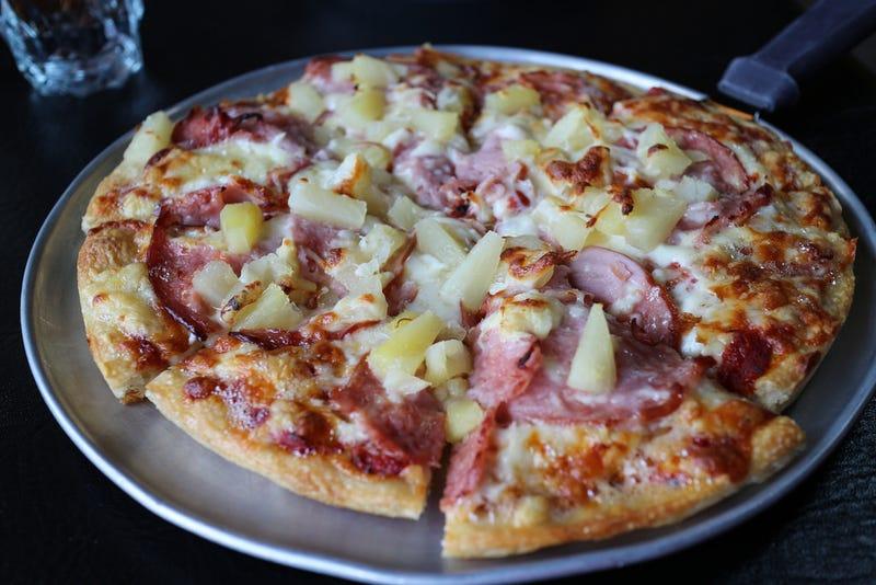 Illustration for article titled El verdadero origen de la pizza más controvertida de la historia: la pizza hawaiana