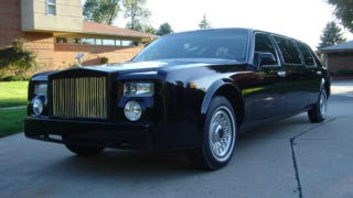 Illustration for article titled Replica Rolls Royce Phantom limo isn't fooling anyone