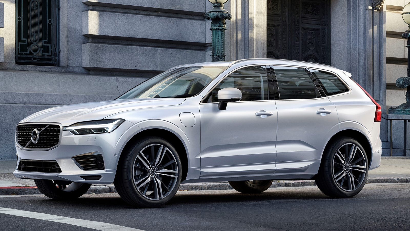 2018 volvo images. beautiful volvo the 2018 volvo xc60 will have you chilling in suburbia style intended volvo images