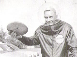 Illustration for article titled Inventor of Frisbee Dies at 90