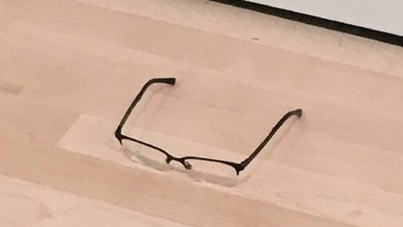 Illustration for article titled Teenager Leaves a Pair of Glasses on the Floor of a Museum, Everyone Mistakes it for Art