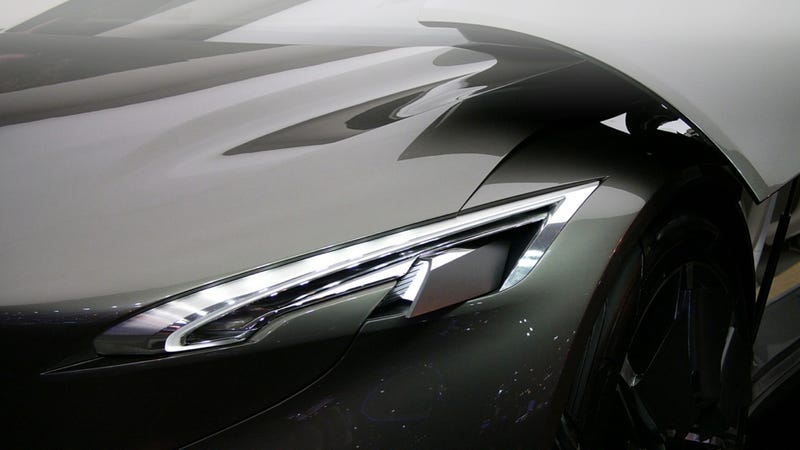 Illustration for article titled The Peugeot HX1 is a conspicuously attractive luxury concept MPV