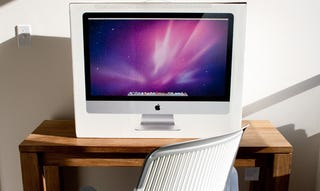 Illustration for article titled Apple Delays Shipping 27-inch iMac Amidst Reported Display Issues