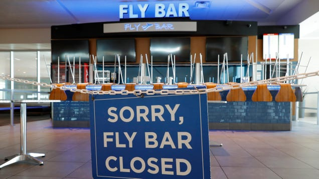 The FAA Really Wants Airports to Stop Letting Passengers Take Booze Onto Planes and Wreck Stuff