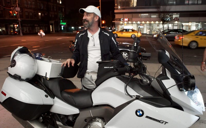 Illustration for article titled Breaking The Cross-Country Motorcycle Record Is Nuts, But Here's How This Guy Did It