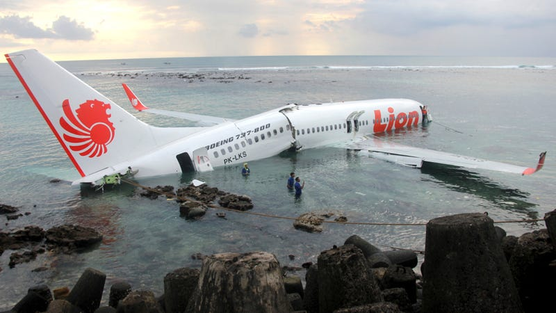 Illustration for article titled Dozens Injured After Lion Air Plane Crashes Into The Sea Near Bali