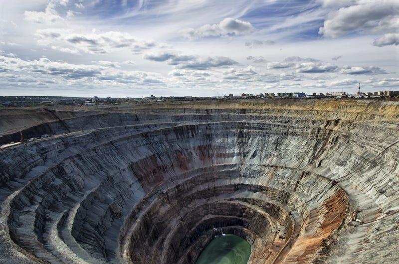 Tras los huecos del planeta: agujeros fascinantes de la Tierra