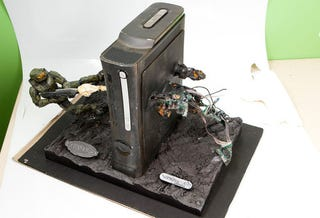 Illustration for article titled Master Chief Frags Xbox 360 In Epic Case Mod