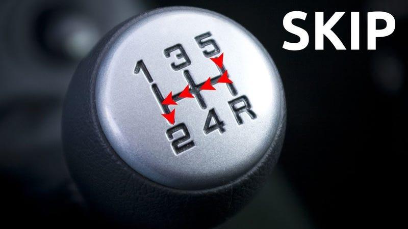 Illustration for article titled Qué pasa si te saltas marchas en un vehículo con cambio manual