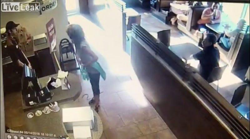Illustration for article titled Tim Hortons explica por qué esta mujer se cagó en uno de sus restaurantes y arrojó las heces a un empleado