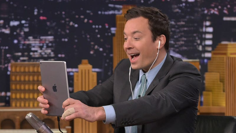 Illustration for article titled Jimmy Fallon Injured His Remaining Good Hand After Falling With a Bottle ofJägermeister
