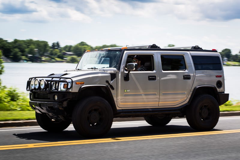 Hummer >> The Hummer H2 Is A Grand And Opulent Bad Idea