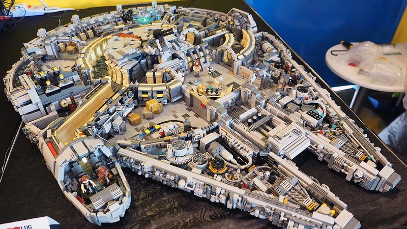 Illustration for article titled You need 10,000 pieces to build a Minifig-scale Lego Millennium Falcon
