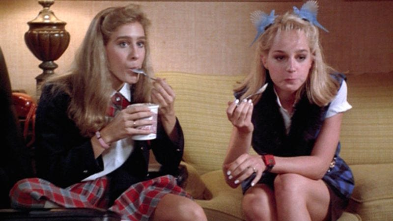 Sarah Jessica Parker (left) and Helen Hunt in Girls Just Want To Have Fun (1985)