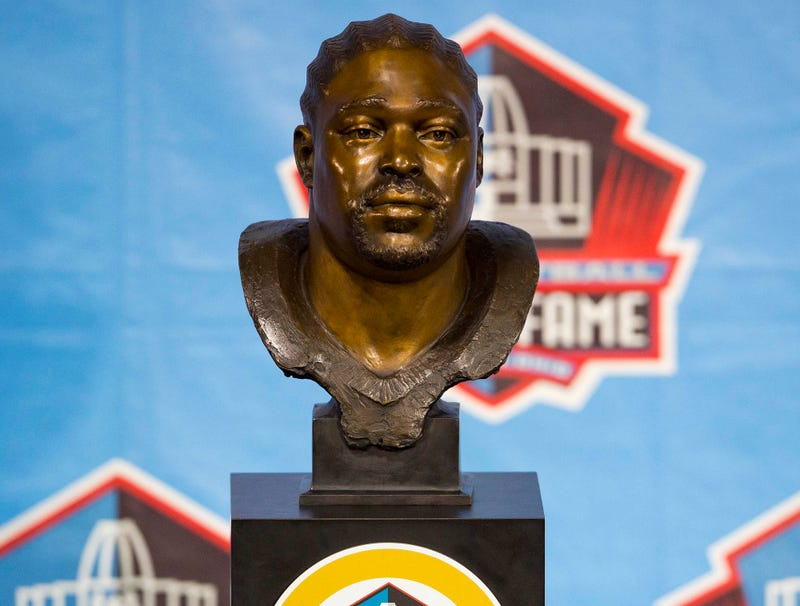 Illustration for article titled Warren Sapp Donates Hall Of Fame Bust To CTE Research