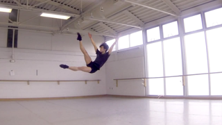 Illustration for article titled Slow-Mo Video of Ballet Dancers Defies Gravity