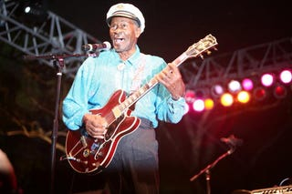 Chuck Berry is to be honored with a statue. (Getty)