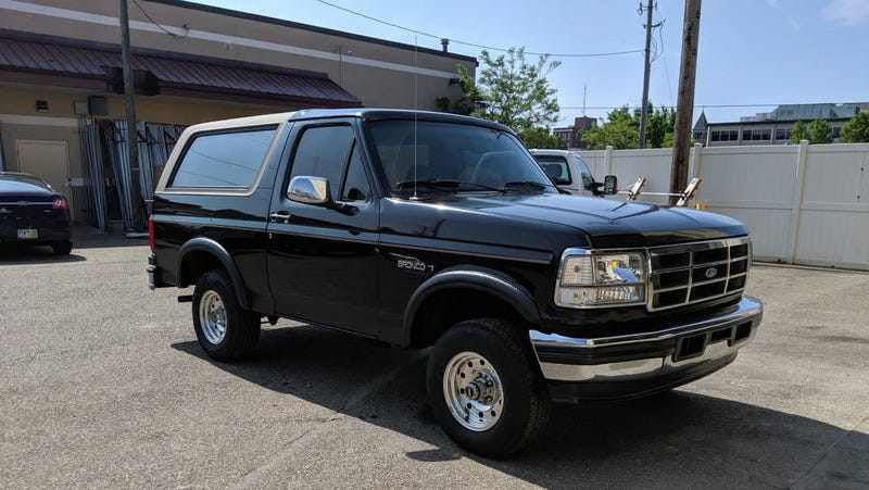 Illustration for article titled At $3,200, Could This 1996 Ford Bronco Eddie Bauer Edition Get You to Give a Buck?