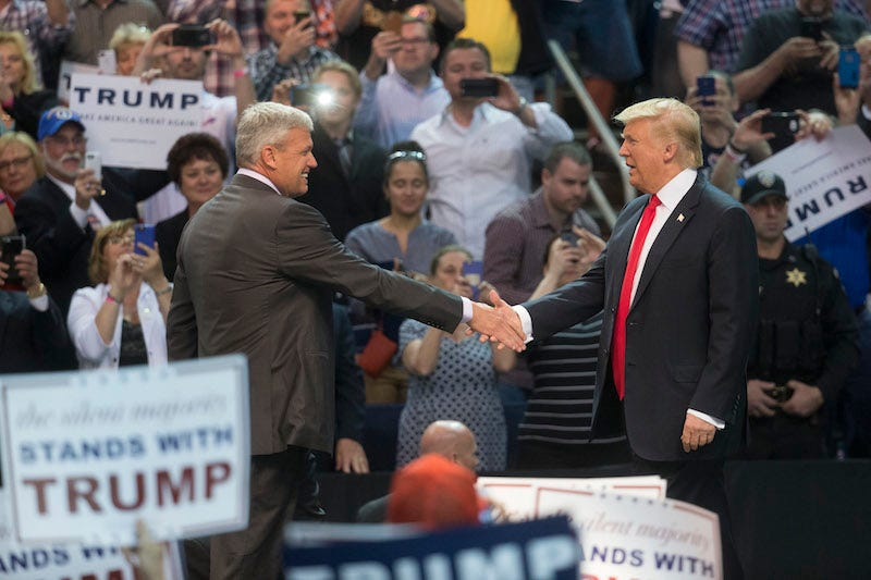 Illustration for article titled Rex Ryan Introduces Donald Trump, A Man Who Has Also Failed A Lot In New York, At Rally