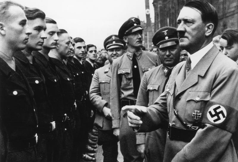 Hitler meeting some Aryan assholes in 1935 (Hulton Archive/Getty Images)