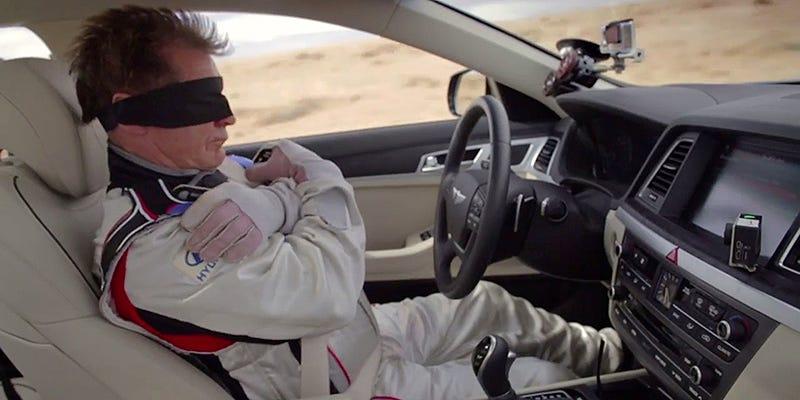 Illustration for article titled La mejor demostración de asistencia al volante es este épico anuncio