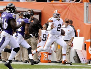 Illustration for article titled That Awesome Trick Play To Johnny Manziel Was Illegal, It Turns Out
