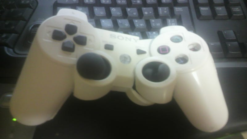Illustration for article titled A PS3 Controller. Busted in Half.